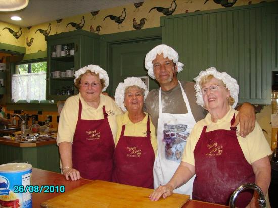 Berry Manor Inn: The Pie Moms with Mike Rowe of Dirty Jobs