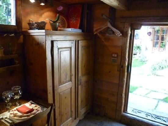 Les Chalets de Philippe: kitchen/ entry