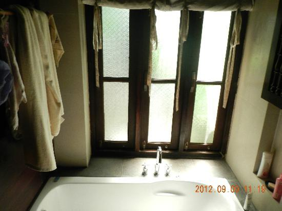 Chaweng Gardens Beach: Bungalow bathroom