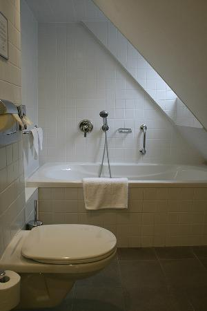 Bathroom attic room picture of domus balthasar design for Domus balthasar design hotel prague