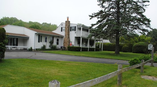 Almost in Mystic/Mare's Inn: 2.2 acres of green grass
