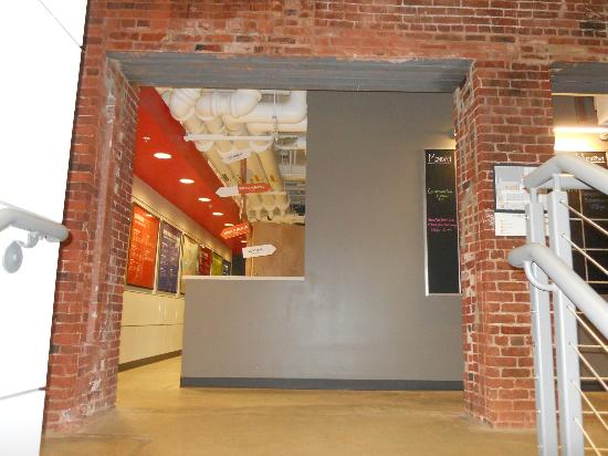 Hostelling International - Boston: Common area