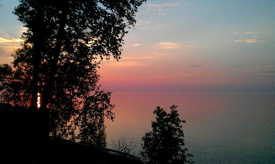Chateau LeVeaux on Lake Superior: Beautiful Sunrise