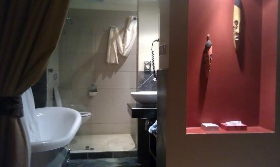 Hillpark Hotel: bathroom