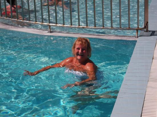 Wife swimming midget foto 46