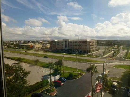 Hampton Inn Orlando-S. Of Universal Studios: View from the room