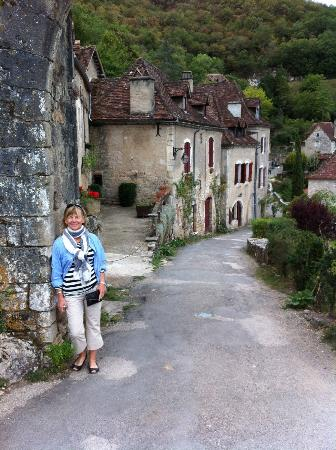 Les Fontaines: St Cirq Lapopie, a must see village