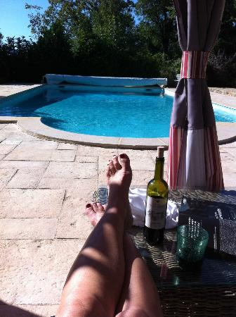 Les Fontaines: Pool side at the end of the day