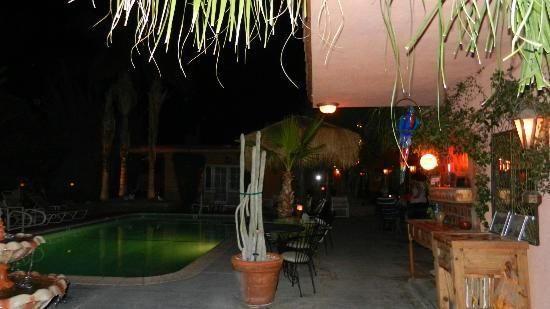 The Coyote Inn: pool area in the evening