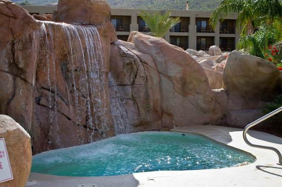 Hilton Tucson El Conquistador Golf & Tennis Resort: Cold pool, which was VERY cold!
