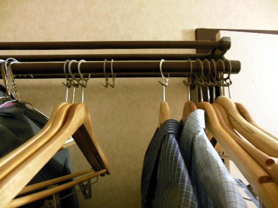 BEST WESTERN Albany Airport Inn: 2 hangers missing