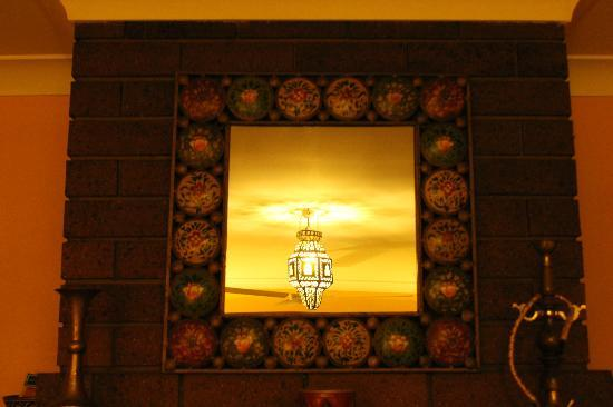 Gumtree on Gillies B&amp;B: Decorative mirror in suite