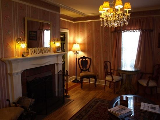 Victorian Ladies Inn: living room
