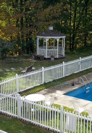 The Stowe Inn: pool gazebo