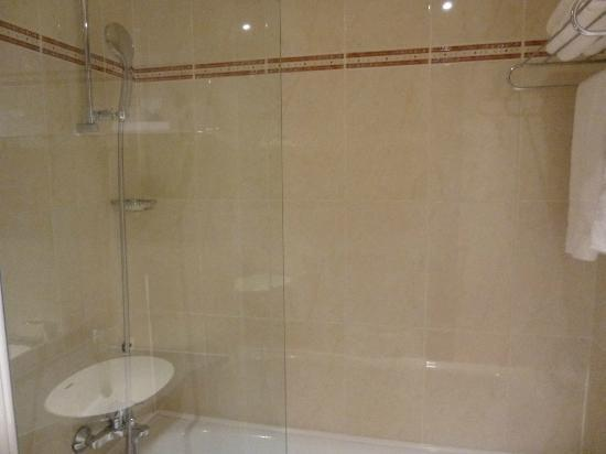 Shower picture of alliance hotel paris porte saint ouen - Alliance hotel paris porte de saint ouen ...