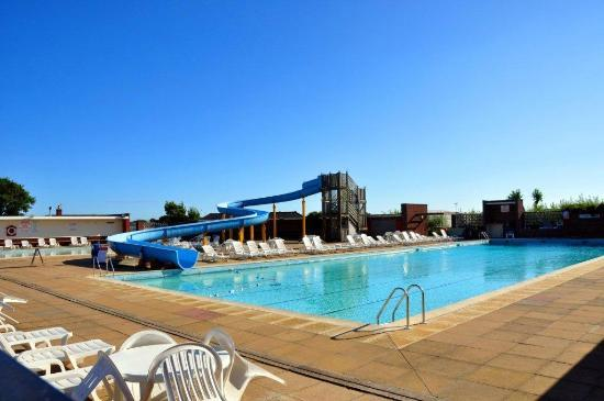 The swimming pool at broadland sands picture of broadland sands holiday park corton tripadvisor Public swimming pools norfolk