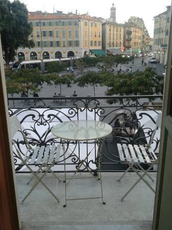 Chambre et Table d'Hote Le Blason: Balcony over looking Place Garibaldi