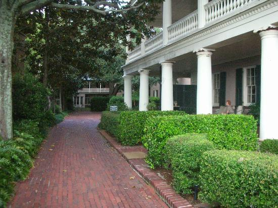 21 East Battery Bed and Breakfast: The brick driveway; the Carriage House in the back