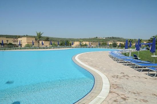 Menfi Beach Resort:                                     la piscina