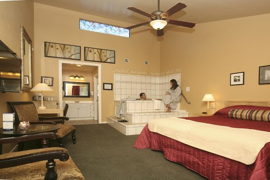 Golden Haven Hot Springs Spa: Room with private jacuzzi