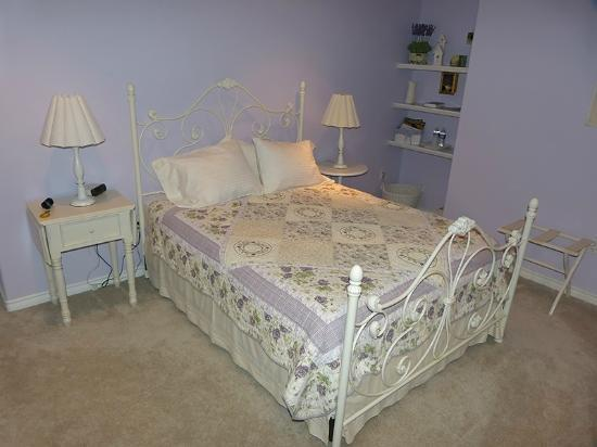 Oceanview Bed and Breakfast: Lavender room