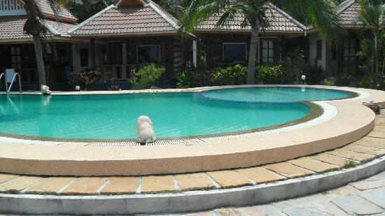 First Villa Beach Resort: The pool