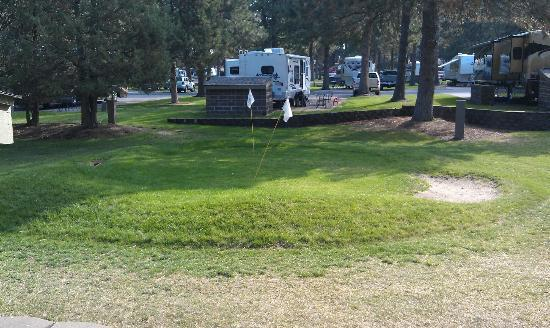 Crown Villa RV Resort: Pitching golf green
