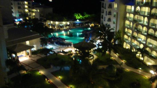 Barcelo Costa Cancun: Beautiful night view from our room