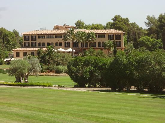 Sheraton Mallorca Arabella Golf Hotel: The golf course side of the Sheraton