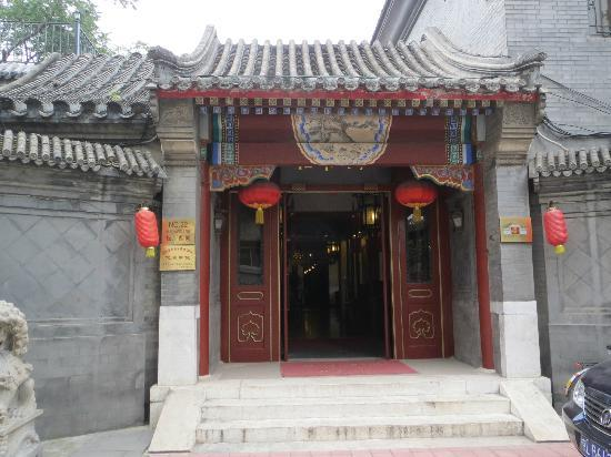 Lusongyuan Hotel: entrance from street