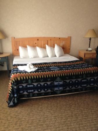Heathman Lodge: Bed in the main room