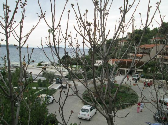 Kassandra Bay Hotel: View of road from the road