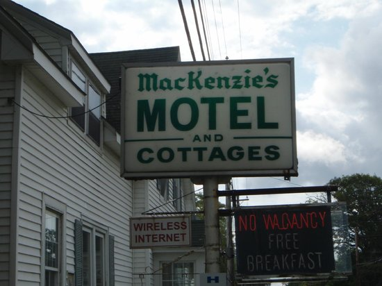 ‪Mackenzie's Motel and C