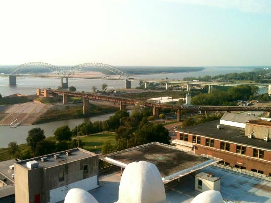 Madison Hotel: View of the Mississippi River from the 18th floor Penthouse Deck
