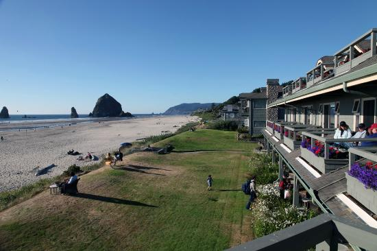 Stephanie Inn: View of Beach