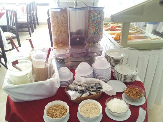 Hotel Lord Pierre: buffet cereales