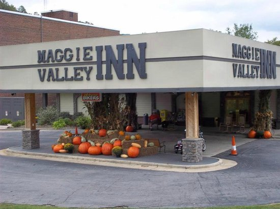 Maggie Valley Inn and Conference Center: Fall Decorations