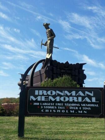 Chisholm, MN: Iron man statue