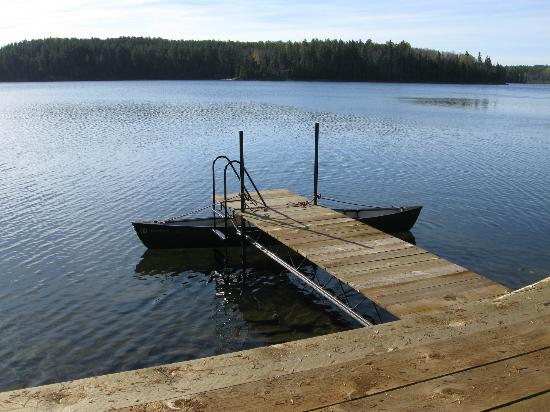 Falcon Trails Resort: Private dock with canoe