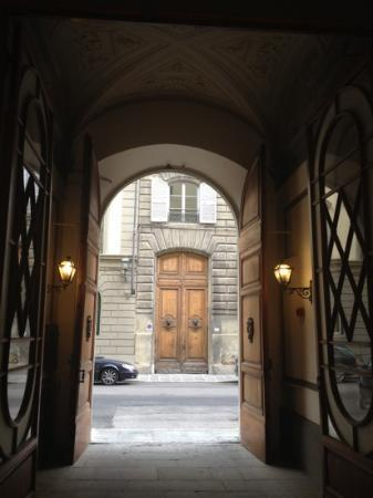 Hotel Crocini: the entrance
