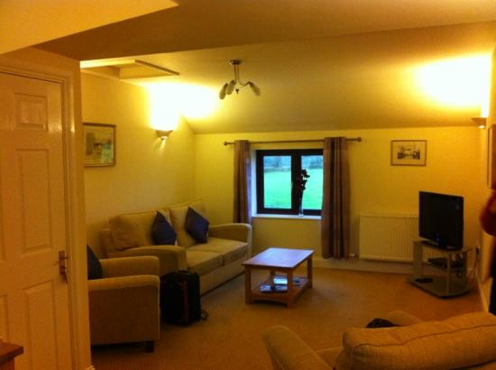 Tan-yr-Onnen: The lounge area of Poppy suite