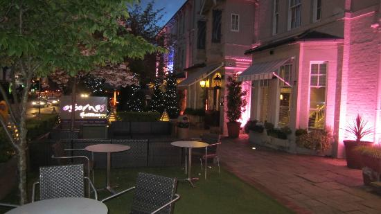 The New Northumbria Hotel: Outside seating area