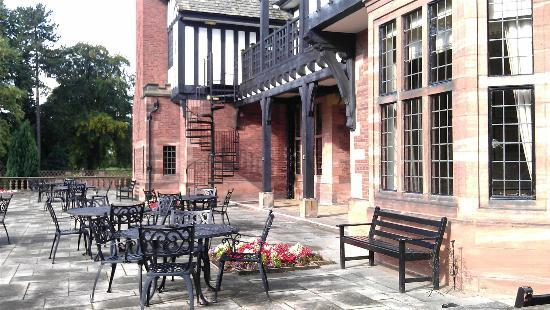 Ledsham, UK: Patio outside.