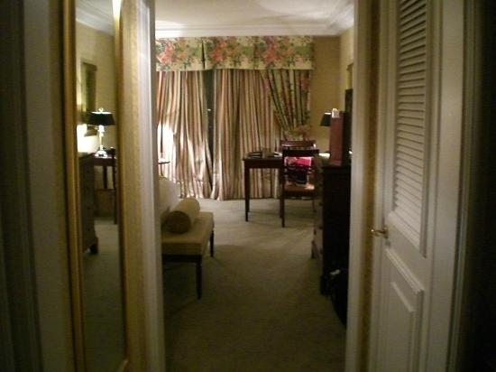 The Ritz Carlton: View of room from entrance