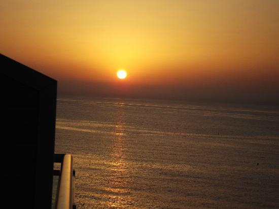 Best Benalmadena Hotel: sunrise from balcony