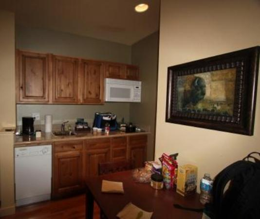 Homewood Suites Jackson Hole: The kitchen and table.