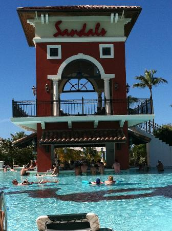 Sandals Grande Antigua Resort & Spa: Amazing swim up bar
