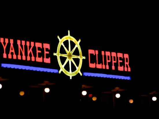 Yankee Clipper Resort Motor Inn: Yankee Clipper Neon