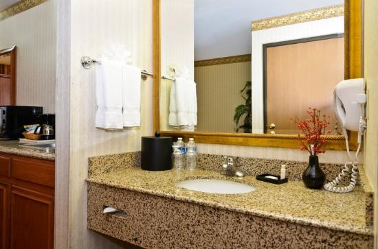 BEST WESTERN PLUS Inn & Suites at Discovery Kingdom: Guest Room Amenities Include Free WiFi & Much More