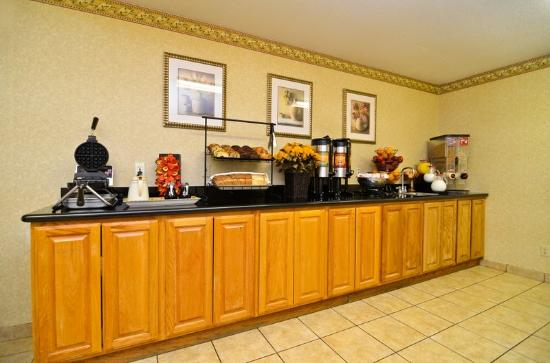 BEST WESTERN PLUS Inn & Suites at Discovery Kingdom: Complimentary Hot Breakfast Served Daily